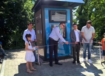 Mondaino. In via Pieggia è stata inaugurata la sorgente urbana per la distribuzione di acqua liscia e gassata.