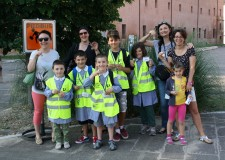 Ravenna. Il pedibus è giunto alle ultime corse, poi le vacanze. Per cento bambini un nuovo modo di andare a scuola.