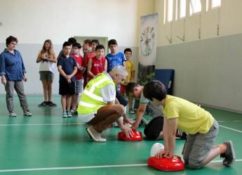 Bagnacavallo. Grazie al Lions Club gli alunni della primaria hanno potuto partecipare a una lezione di primo soccorso e rianimazione polmonare.