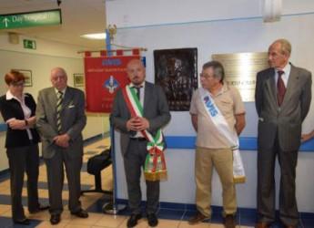 Forlì. L'Avis comunale dedica un bassorilievo a Erio Casadei, campione forlivese del motociclismo deceduto nel 1956 in un tragico incidente.