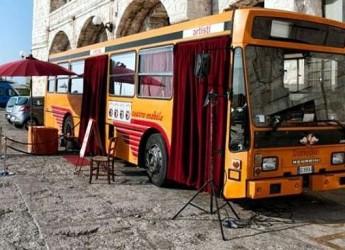 Cotignola. In occasione della città dei bambini il teatrobus di Girovago e Rondella ha fatto tappa in città.