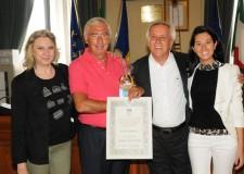Cervia. Premiato il milanese Ercole Villantieri per la sua fedeltà alla città lunga 61 anni. Le strutture ricettive e le attività possono segnalare gli 'amici di Cervia'.