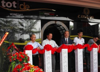 Lugo. Il Gruppo Cevico ha inaugurato il wine bar 'Tot i de' a Xiamen in Cina. L'obiettivo è far avvicinare il popolo cinese al vino.
