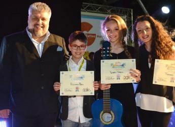 Gatteo Mare. Vittoria Tampucci è la vincitrice dell'edizione 2015 del Festivalmar. Grande musica sul palco, madrina d'eccezione Cristina D'Avena.