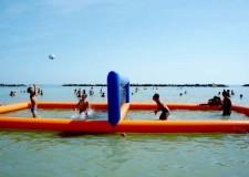 Gatteo Mare. Corsa a gattoni e volley in acqua per la 'versione gatteese' dei Riviera Beach Games, le olimpiadi da spiaggia.