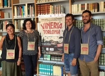 San Mauro Pascoli. Da venerdì 31 luglio tornano le visite spettacolo di Vineria Torlonia. Percorsi, personaggi e degustazioni per le stanze di Villa Torlonia Parco Poesia Pascoli.