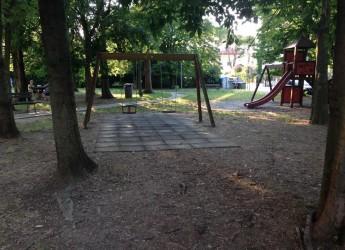 Massa Lombarda. Riapre il parco giochi 'Il millepiedi', luogo di aggregazione di bambini e famiglie.