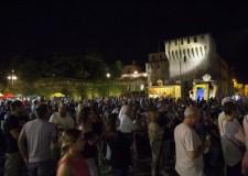Lugo. Piazze festanti hanno dato il via all'iniziativa 'Mercoledì sotto le stelle', un serata di relax tra bancarelle, spettacoli e piccola gastronomia.