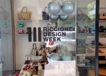 Riccione. Inaugurata la Riccione Design Week, le vetrine dei negozi del centro protagoniste dello shopping con oggetti unici.