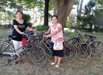 Ravenna. Donate alla Caritas di Mezzano le dieci bici di 'Lavori in comune'. Natali: 'Un bell'esempio di come la generosa azione civica riesca a produrre esempi di collaborazione a vantaggio di tutti'.