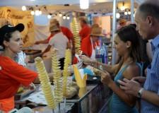 Rimini. Sul lungomare di Marina centro il 'Giro d'Italia' del cibo di strada con il 'Street Food Village'.