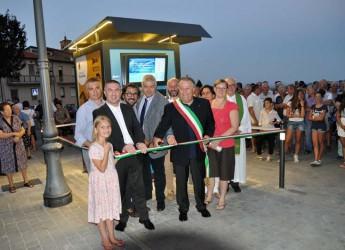Roncofreddo. Inaugurata la nuova 'sorgente urbana' davanti a una folla numerosissima. Acqua liscia e naturale gratuita per la prima settimana.