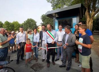 Fusignano. Inaugurata la nuova sorgente urbana, la colonnina per la raccolta degli oli alimentari e una batteria di cassonetti. Piazza Moro è nuovo cuore green della città.