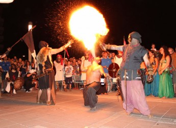 Bellaria Igea Marina. La città e i visitatori hanno vissuto con entusiasmo il tradizionale Sbarco dei Saraceni. Primo memorial 'Cipo' Barberini.
