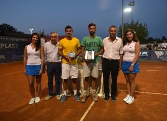Massa Lombarda. Tennis. Il giovane Alberto Brizzi si aggiudica il torneo Oremplast dopo la finale con Federico Maccari.