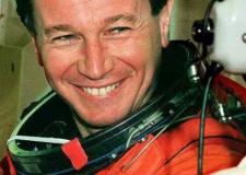 Cesenatico. L'astronauta Maurizio Cheli presenta al porto canale il suo libro 'Tutto in un istante' per la rassegna 'Ribalta d'autore'.