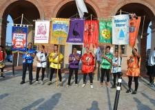 Misano. Sbandieratori della Pandolfaccia e danze medioevali della Fabula Saltica per il Palio del Capitano di Castello.