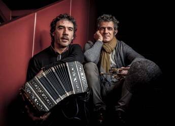Roma. Paolo Fresu e Daniele di Bonaventura in concerto per un appuntamento musicale di eccellenza nel cortile di Castel Sant'Angelo.