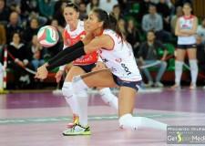 Forlì. Pallavolo. Dopo l'esperienza sulla sabbia Laura Saccomani ha deciso di diventare una giocatrice della Volley 2002.