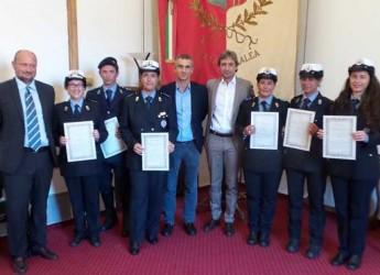 Rimini. Consegnati gli encomi a sei operatori della Polizia Municipale per le attività svolte in due distinte operazioni.