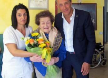 Massa Lombarda. Il sindaco Daniele Bassi ha festeggiato i 103 anni della signora Antonia Ancarani.
