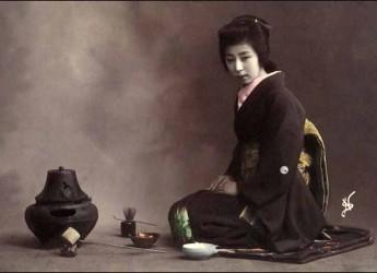 Faenza. Al Museo delle Ceramiche si celebra la cerimonia del tè con il signor Kanazawa, maestro giapponese di cerimonia Urasenke Gyoteika.