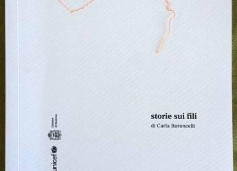 Ravenna. Carla Baroncelli presenta il suo ultimo libro 'Storie sui fili' all'agenzia Image Via Magazzini Posteriori.