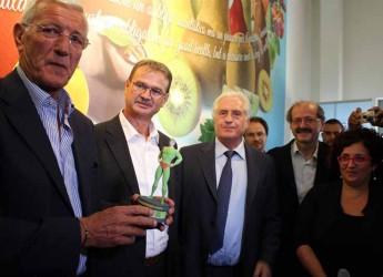 Milano. Bagno di folla all'Expo per mister Marcello Lippi che ha ricevuto il premio Mr. Fruitness promosso da Cso e Orogel.