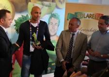Milano. Apofruit assegna il premio Superfruitness a Carlton Myers, simbolo del basket italiano.