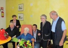 Massa Lombarda. Gran festa per Nabresina Balbi che ha compiuto 100 anni. Fu bidella alle elementari di Cà di Lugo.