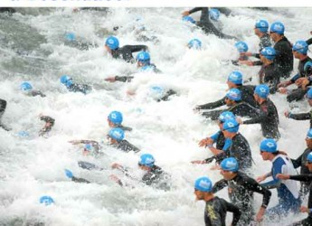 Cesenatico. Sport. In città migliaia di atleti per la seconda edizione Triathlon Città di Cesenatico su discipline olimpiche.