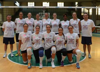 Forlì. Le ragazze della Volley 2002 per un giorno diventano modelle per Muffa Store. Obiettivo promuovere la campagna abbonamenti.