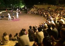 Riccione. La rassegna di teatro comico 'Scendi in Piazza' ha riunito un pubblico di 2.600 in tre quartieri di Riccione.