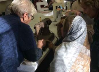 Massa Lombarda. Un corso di cucito dedicato alle donne che aiuta l'integrazione fra diverse culture.
