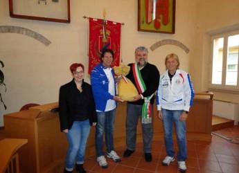 Gatteo. Rappresentanti della nazionale cantanti in visita all'istituto Don Ghinelli e alla famiglia di Nicole Forlivesi.