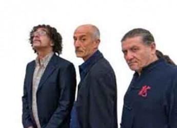 Forlì. Il trio Servillo, Girotto e Mangalavite in concerto al teatro Il Piccolo con 'Parientes'.