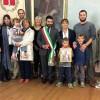 Lugo. Il sindaco riceve Irene e Edoardo, vincitori del concorso 'Un disegno per Claudio'.