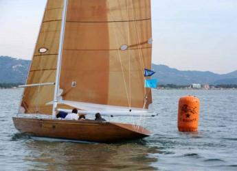 Viareggio. Valentina, imbarcazione del 1975, trionfa all'undicesima edizione del raduno di vele storiche.
