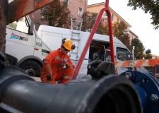 Rimini. Rete idrica. Tecnici di Hera al lavoro per spostare una delle principali condotte della città.