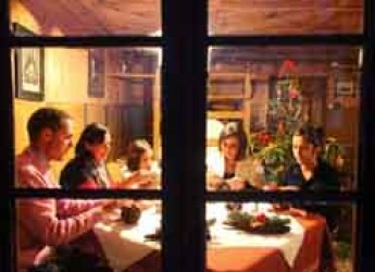 Alta Badia. Aspettando il Natale nel cuore delle Dolomiti nel Paîsc da Nadé, un villaggio natalizio, all'insegna delle tradizioni e dei valori autentici.