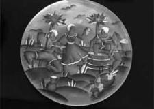 Castel Bolognese. Per la 'Festa de' brazadèl e del vino novello' la presentazione dell'opera dello scultore Mario Morelli, un piatto in ceramica.