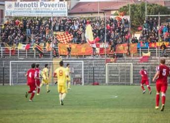 Ravenna. Calcio. I giallorossi fermano sul pareggio i cugini del Forlì in un derby intenso.