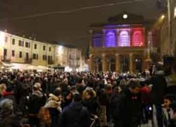 Rimini. Anche Rimini si colora con il tricolore francese per esprimere vicinanza al popolo francese.