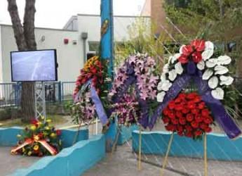 Ravenna. Il sindaco Matteucci alla cerimonia in onore delle vittime dell'elicottero caduto al largo di Marina 25 anni fa.