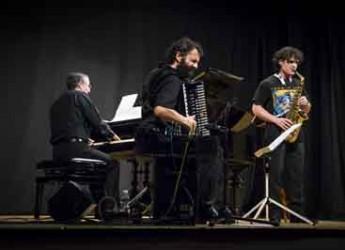 Riccione. Al Teatro del Mare l'anteprima di 'East Way' del trio jazz Marzi-Zanchini-Zannini.