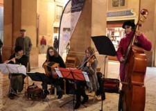 Lugo. Accese le luci dell'albero di 'Mille e un Natale'. La rinnovata piazza Mazzini ha ospitato artisti e centinaia di persone.