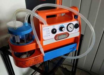 Ravenna. Pubblica Assistenza. Il volontario Romano Torricelli ha donato tre nuovi aspiratori per le ambulanze.