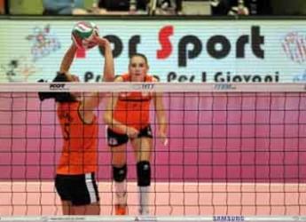Forlì. Pallavolo. Le ragazze della Volley 2002 al Palaromiti per un allenamento congiunto a porte aperte.