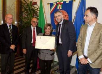 Faenza. La Camera di Commercio di Ravenna premia due aziende faentine per la loro presenza ultracentenaria.