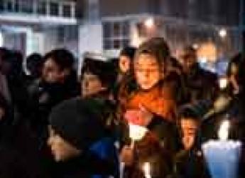 Cotignola. Sono state circa 200 le luci accese durante la fiaccolata per la pace.
